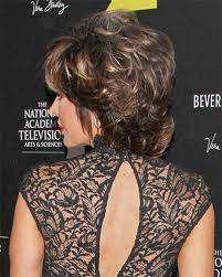 what is the texture of rinnas hair lisa rinna has medium to thick locks and this style is a suitable