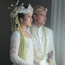 wedding dress raisa ini pernikahan raisa dan hamish daud yang bikin anda meleleh