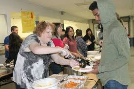 fw students early turkey day feast at