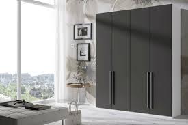 dressing chambre a coucher design interieur armoire dressing noir mat poignées métalliques