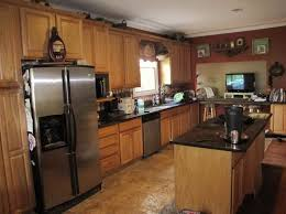 Oak Kitchen Cabinets And Wall Color Kitchen Color Schemes With Oak Cabinets Interior Design Ideas