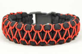 make survival bracelet images Make the 39 herringbone stitched 39 cobra paracord bracelet paracord jpg