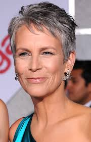 jamie lee curtis haircut back view and the ageless red carpet beauty award goes to jamie lee curtis