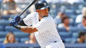 yankees no longer have too many outfielders as aaron hicks hits