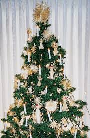 5 tree decorating ideas reader s digest