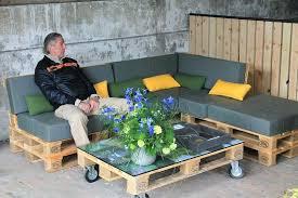 canapé exterieur en palette comment fabriquer une table de jardin avec des palettes salon