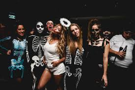 How To Look Like Beyonce For Halloween by Halloween Costume Inspo From Your Fav Tv Shows And Movies Her Campus