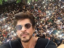 the crowd outside srk u0027s house on his birthday was unbelievable
