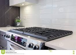 cuisine au gaz fragment d une cuisine moderne avec une cuisinière à gaz photo