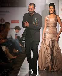 hindu l hindu fashion designer bats for indo pak peace rediff