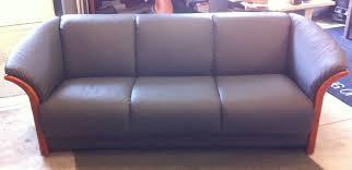 Manhattan Leather Chair Ekornes Manhattan Sofa In Paloma Rock Leather Cherry Frame Forma