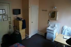 bureau placard vue depuis le lit entrée placard lavabo bureau picture of
