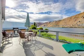Lakefront Getaway 3 Bd Vacation Rental In Wa by Tarrant Riverside Getaway 2 Bd Vacation Rental In Orondo Wa