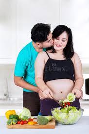 baise cuisine baiser de mari épouse dans la cuisine image stock image