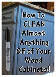Kitchen Cabinet Cleaning by Best 25 Cleaning Wood Cabinets Ideas On Pinterest Wood Cabinet