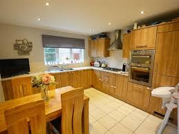 solid wood kitchen cabinets quedgeley 4 bed detached house for sale in holbeach drive kingsway