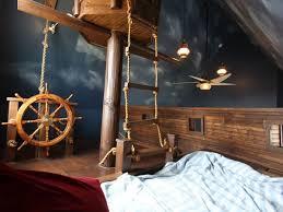 kinderzimmer pirat die besten 25 piratenschiff bett ideen auf piraten