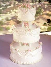 wedding cake garlands and pearls classic wedding cakes