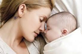 mama dormida mientras que su hijo se la coge sueño del bebé en el vientre y en sus los primeros meses de nacido