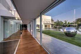 Modern Villa by Unique Contemporary Villa By Nestor Sandbank
