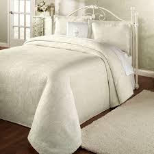 King Size White Coverlet Bedroom King Size Matelasse Coverlets And Matelasse Bedspread