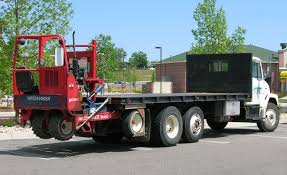 file flatbed truck with hitchhiker forklift jpg wikimedia commons