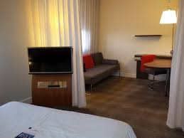 chambre rouen salon vu de la chambre photo de novotel suites rouen normandie