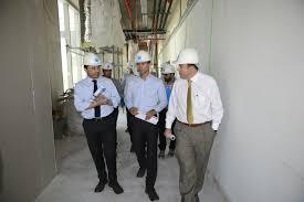 alcalde de la florida visitó la clínica bupa santiago para conocer
