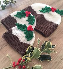 free crochet pattern christmas pudding hat with holly berries by