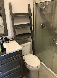 Diy Leaning Ladder Bathroom Shelf by As 25 Melhores Ideias De Bathroom Ladder Shelf No Pinterest