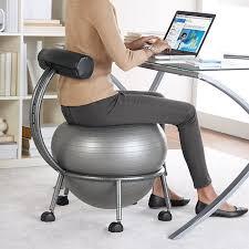 chaise ballon coup de cœur un ballon sauteur en guise de chaise de bureau