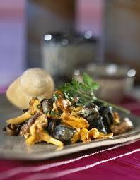 cuisiner les escargots poêlée d escargots aux girolles cuisine plurielles fr