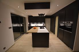 cuisine blanc mat stunning cuisine noir mat et bois contemporary design trends 2017
