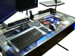 the desk un ordinateur intégré dans un bureau vraiment très design