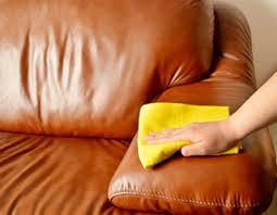 nourrir cuir canapé bien entretenir un canapé en cuir conseil pratique e leclerc
