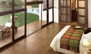 balkon und terrasse bodenbelag für balkon und terrasse wpc holz oder stein