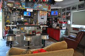 Home Garage Design Garage Decorating Ideas 50s Style Man Cave Garage Decorating 25