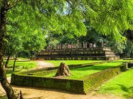 chambre du conseil chambre du conseil antique dans polonnaruwa sri lanka photo stock