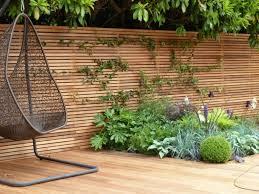 sichtschutz balkon holz sichtschutz zaun fr den garten aus holz oder aus kunsstoff