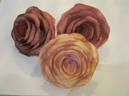 paper roses how to make pretty paper roses robotloveandcrafts s