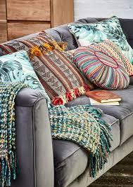 Yellow Throws For Sofas by Best 20 Sofa Throw Ideas On Pinterest Black White Rooms Black