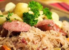 cuisiner la choucroute choucroute à l alsacienne recette de choucroute à l alsacienne