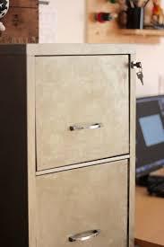 classeur metallique bureau diy décaper un classeur metallique en meuble indus soul inside