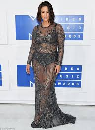 haircut models dublin ashley graham rocks a new haircut and sheer gown at the mtv vmas