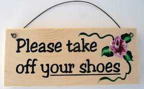 amazon com please take off your shoes sign home u0026 kitchen