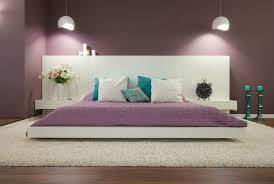 chambre à coucher violet couleur peinture chambre a coucher violet t c3 aate lit blanc tapis