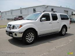 nissan frontier crew cab 4x4 2009 nissan frontier le crew cab 4x4 in avalanche white 427927