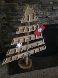 pallet christmas tree 17 pallet projects to deck your halls for christmas