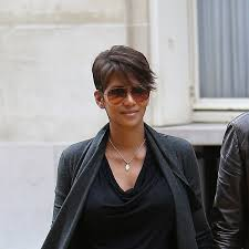 haircut of the week halle berry u0027s new side swept almost bob glamour