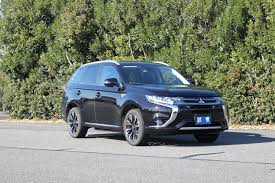 outlander mitsubishi 5 things you should know about the mitsubishi outlander phev